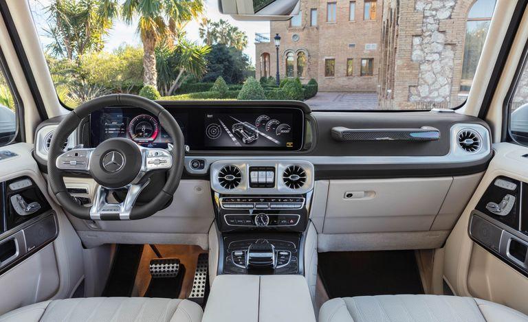 Không gian nội thất thể thao của Mercedes-AMG G63
