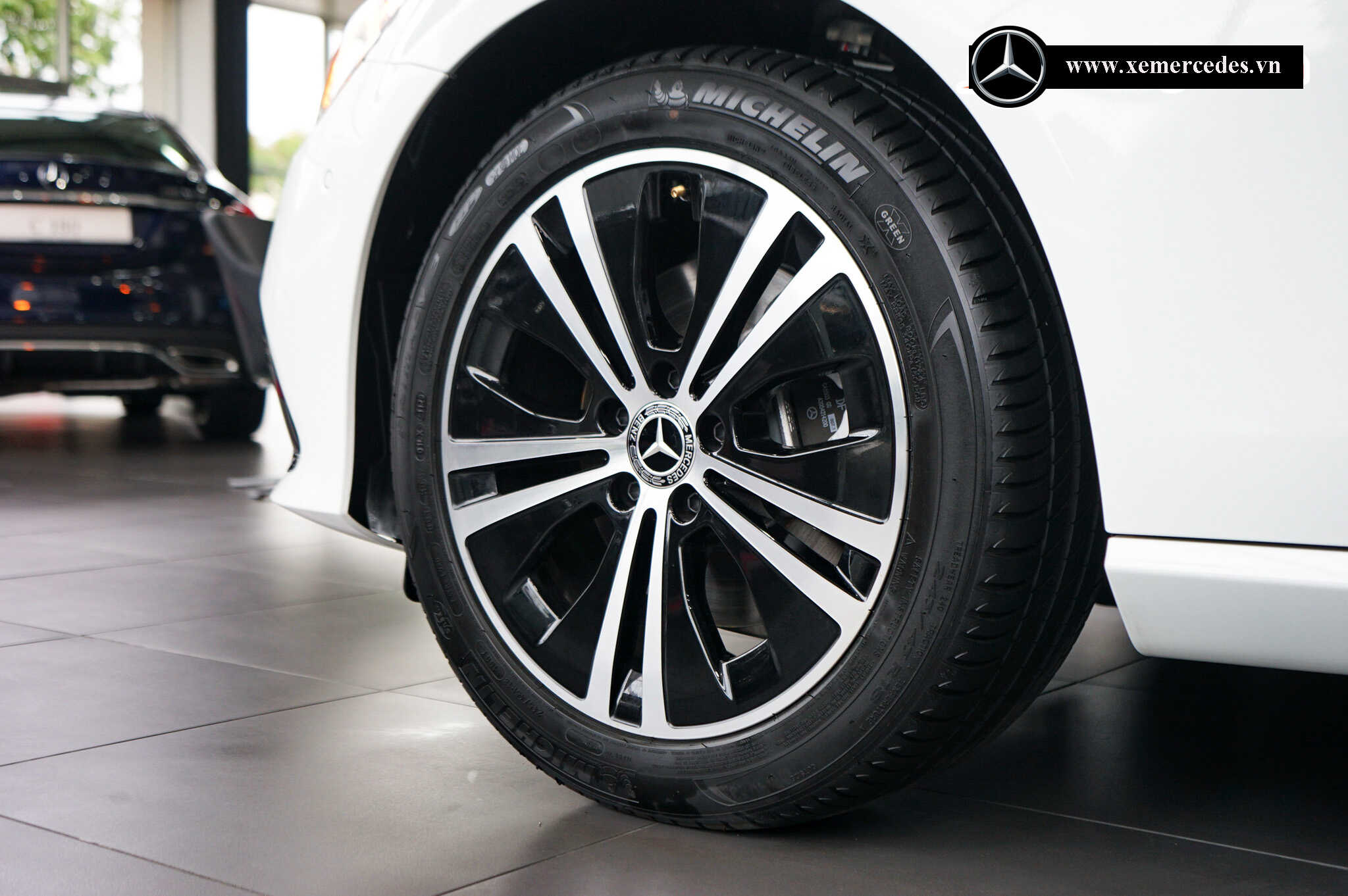 Mercedes E180 2022 Mercedes Vietnam (1)