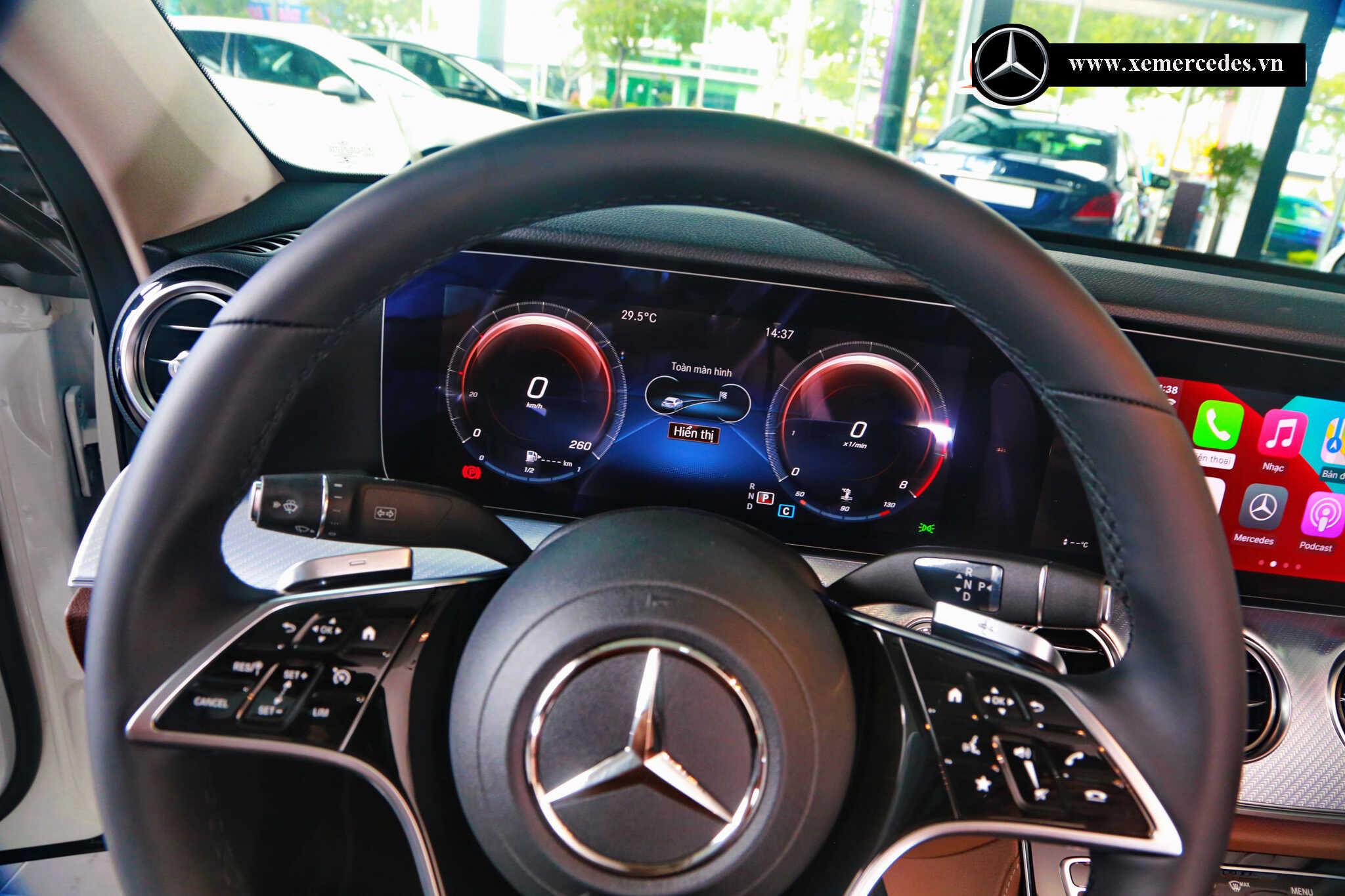 Giá lăn bánh Mercedes E180