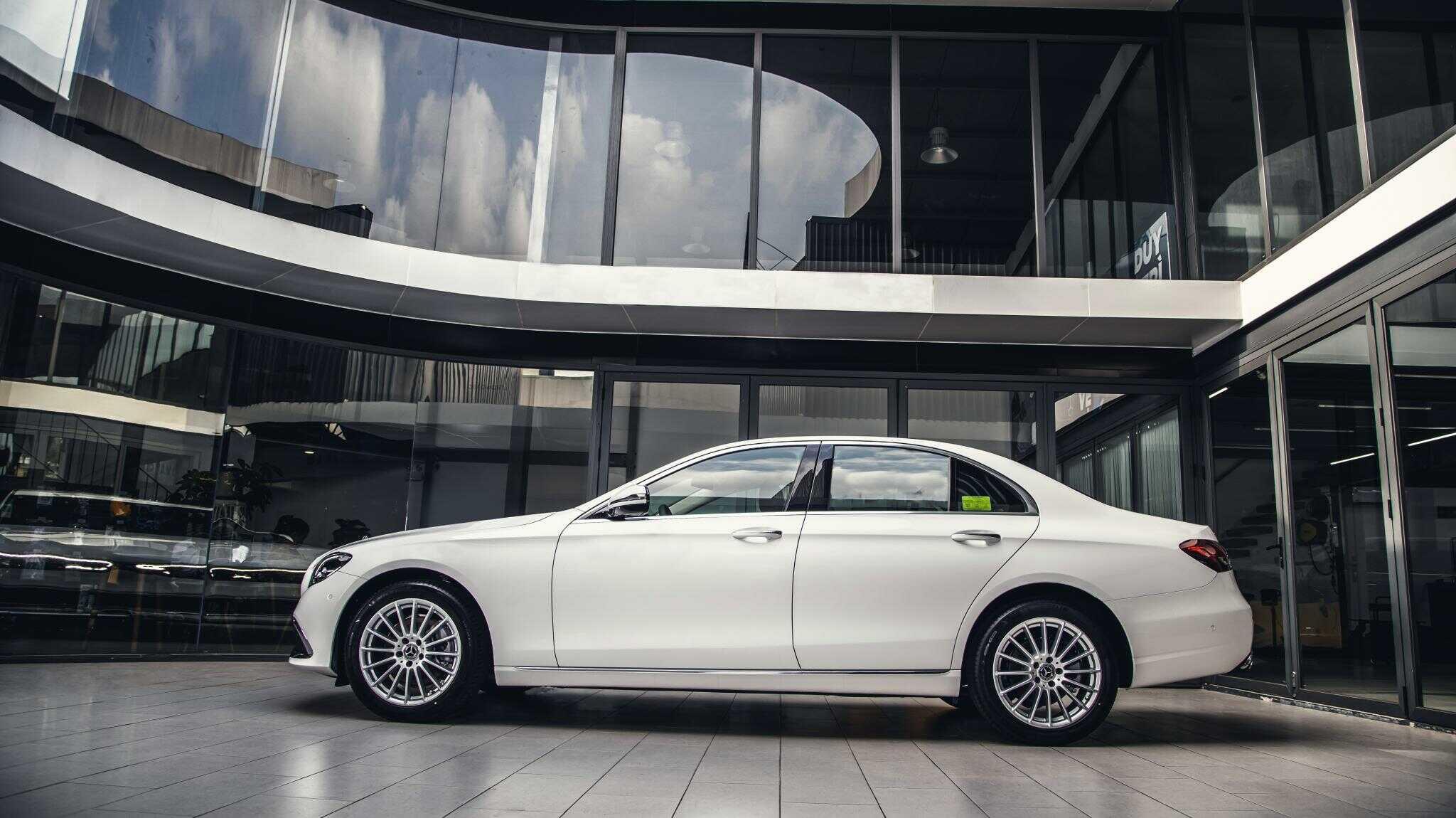 Giá lăn bánh xe Mercedes E200