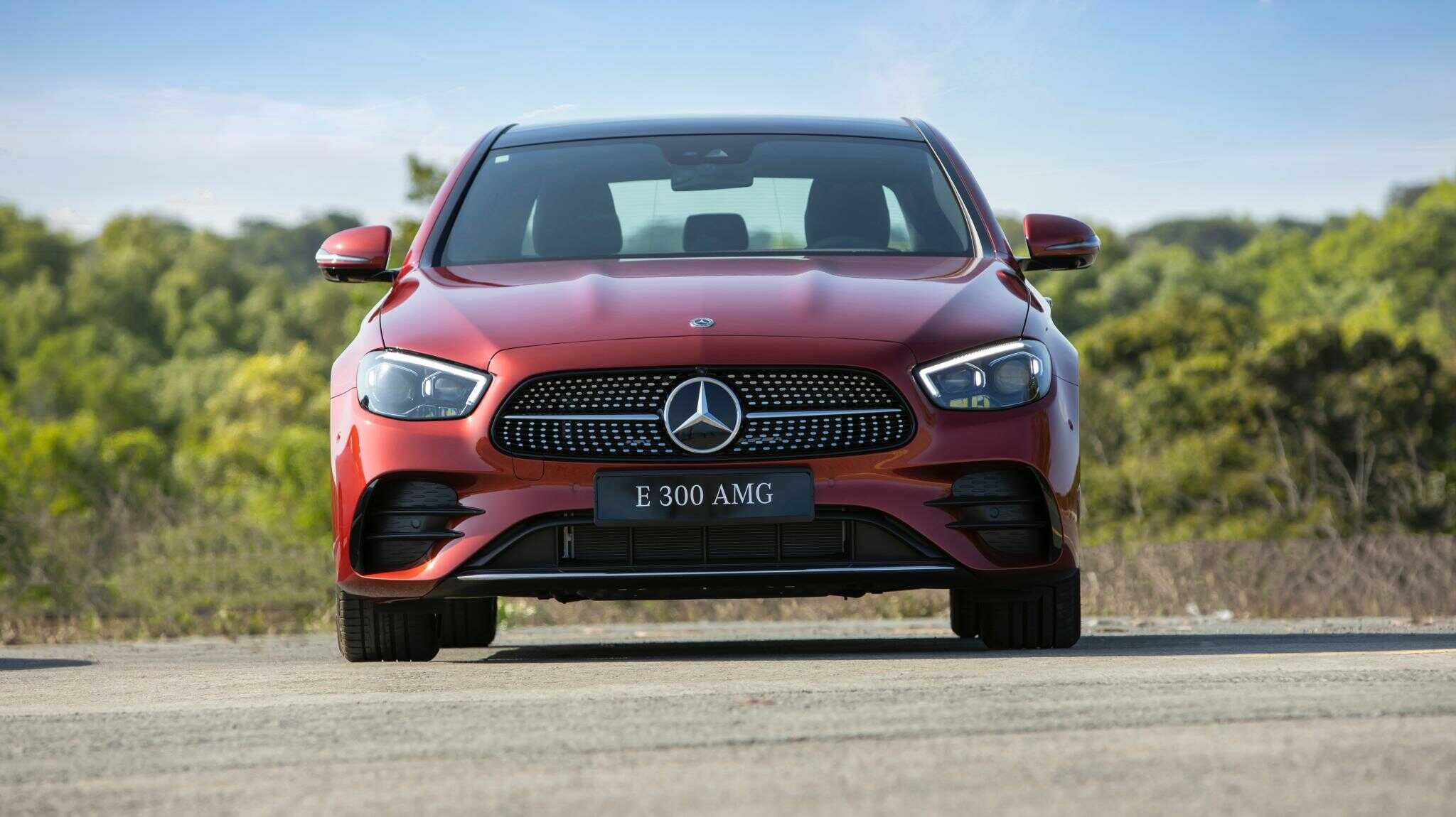 Giá xe Mercedes E300 AMG 2022 lăn bánh tại Hà Nội