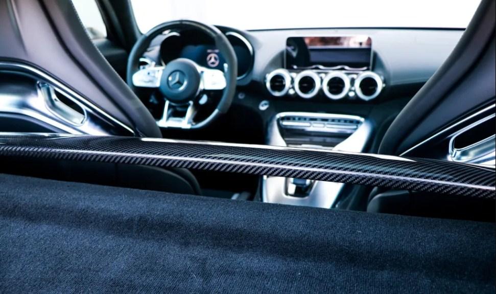 MERCEDES-AMG GT C COUPE con quái vật trên đường chạy