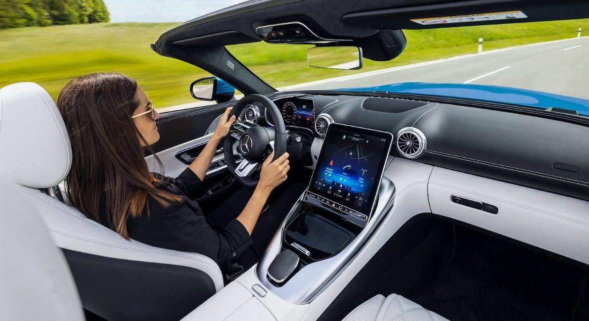 Mercedes-AMG SL 2022 có chỗ cho 4 người